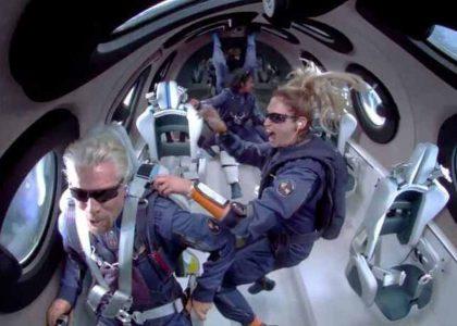 Sikeresen repült az űrbe a Virgin Galactic a főtulajdonossal a fedélzetén