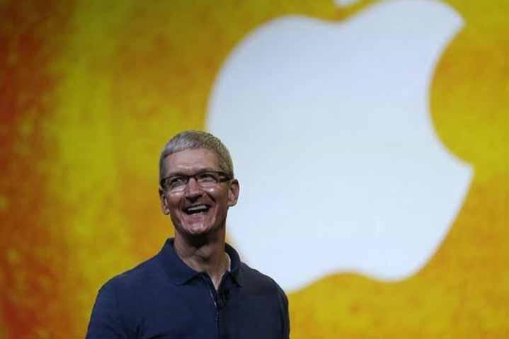 750 millió dollár prémium az Apple vezérének