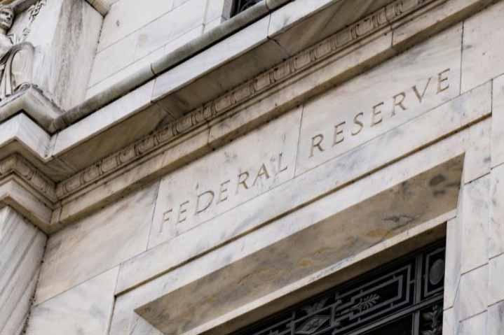 Szenátorok kényszerítik a FED-et a QE leállítására